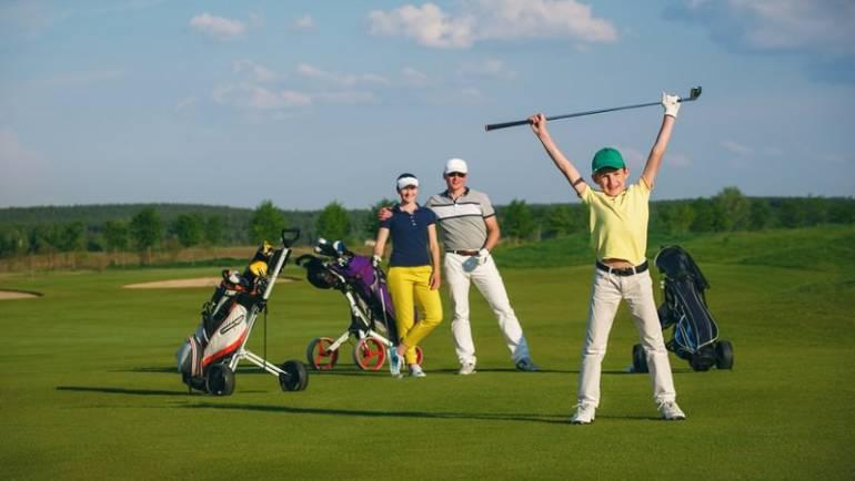 L'école de golf ainsi que l'accès au parcours sont offerts pour tous les enfants de membres !